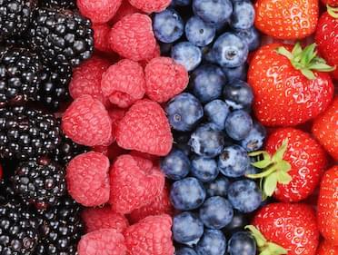 Mirtilli, lamponi, more e fragole: scopri le proprietà dei frutti rossi!