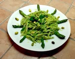 trofie al pesto di pistacchi e asparagi