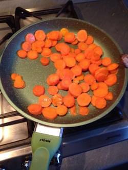 Crema di piselli freschi e flan e di carote