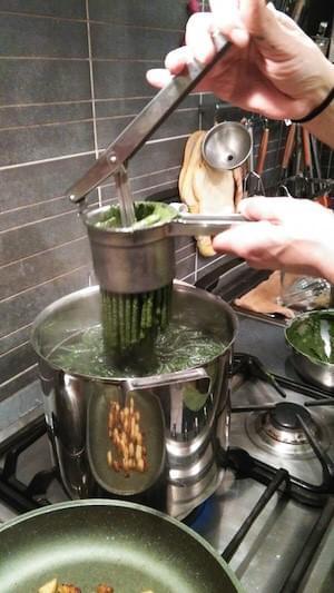 Spatzle con crema di zucca & patate e cicoria saltata in padella