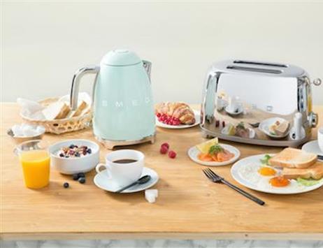 Bollitore e Tostapane Smeg: la perfetta amosfera anni '50 a colazione!