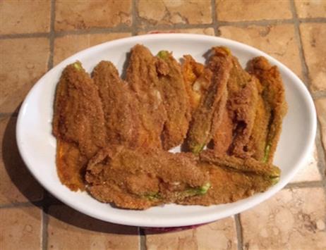 Fiori di zucchina con mozzarella e alici