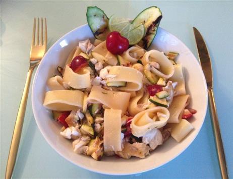 Pasta con Branzino, zucchine e ciliegie