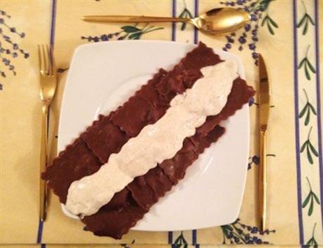 Ravioli al cacao gluten free con salsa alle noci
