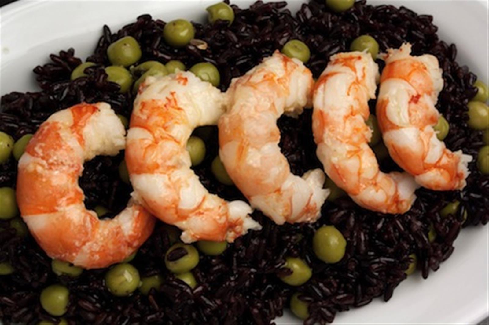 Riso venere con gamberi zucchine e piselli for Cucinare riso venere